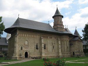 800px-Biserica_Manastirii_Neamt